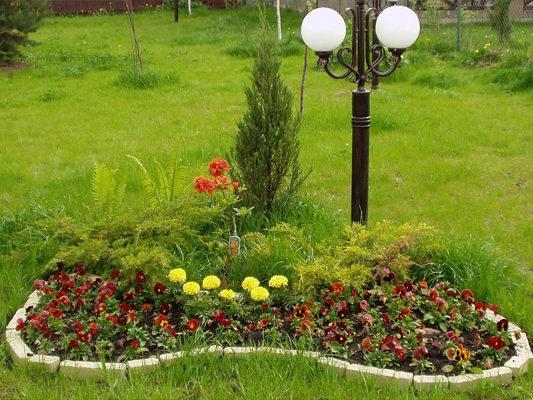 Цветочная клумба в саду - Идеи для сада - 63 фото