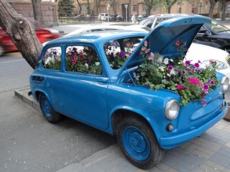 Клумба из старого автомобиля - 62 Фото - Идеи для сада