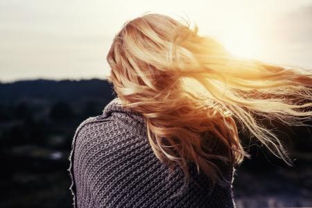 Как защитить волосы от солнца и ветра?