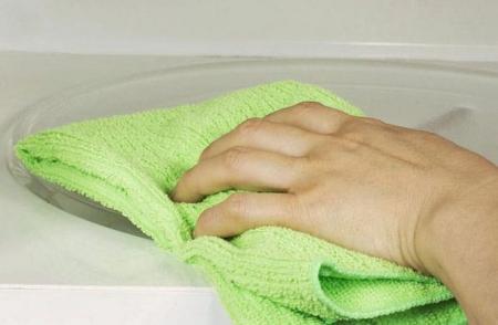 Как легко очистить микроволновку?